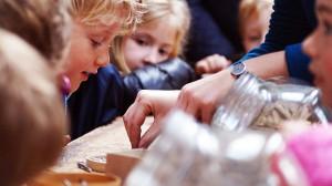 Visite scolaire à la clouterie Rivierre (photo Oise Tourisme)